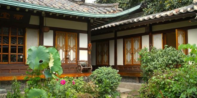 S journer dans un hanok la maison traditionnelle cor enne for Maison traditionnelle laos