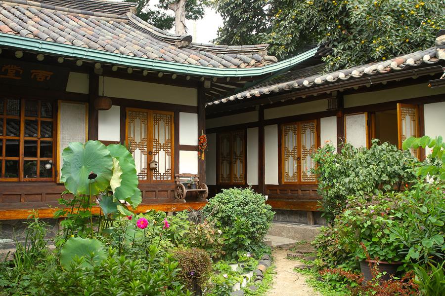s journer dans un hanok la maison traditionnelle cor enne