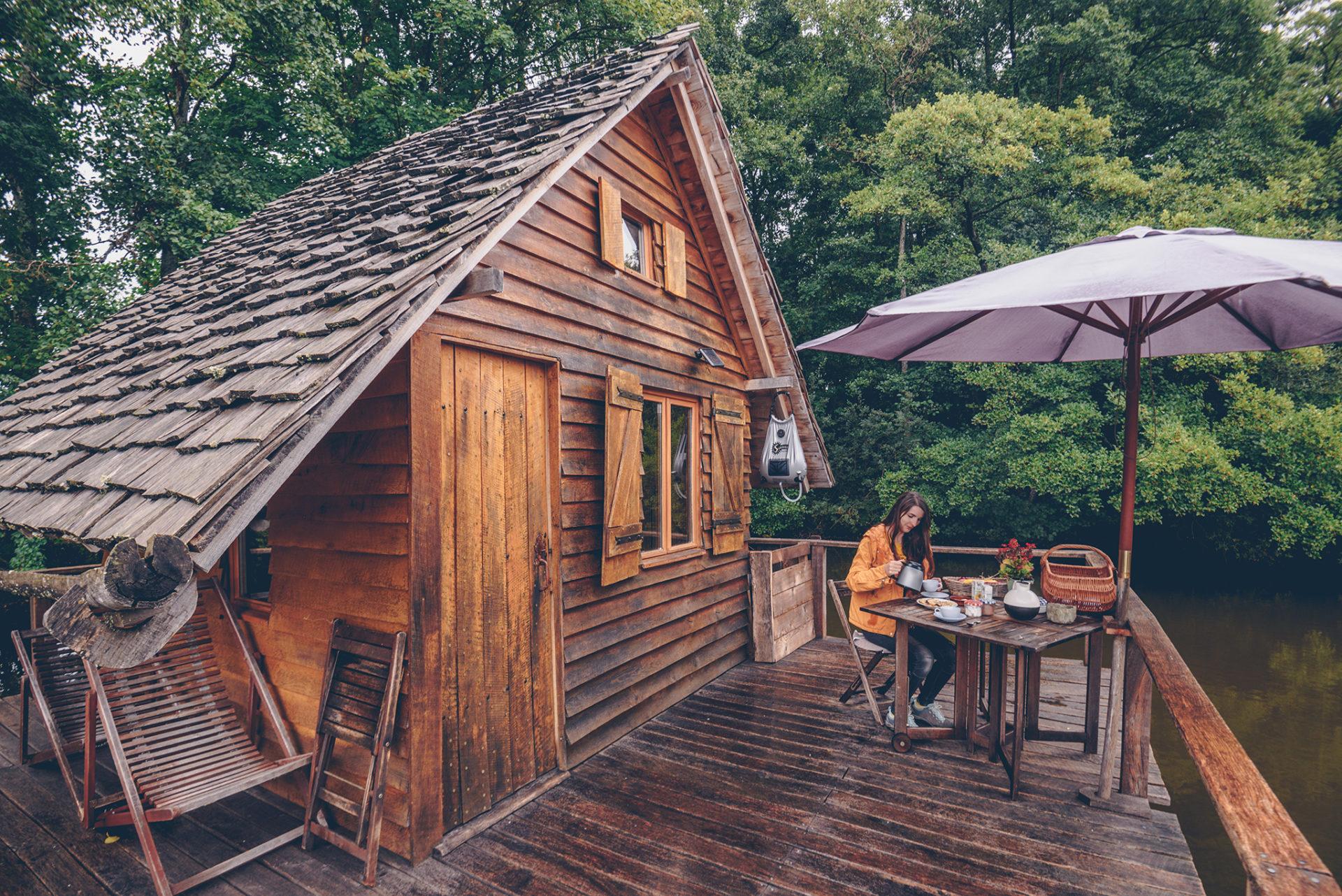 dormir dans une cabane sur l'eau, une expérience inoubliable !