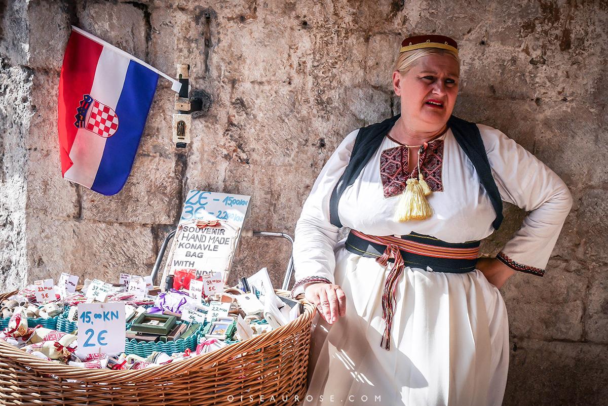 Dubrovnik-vendeuse-vieille-ville