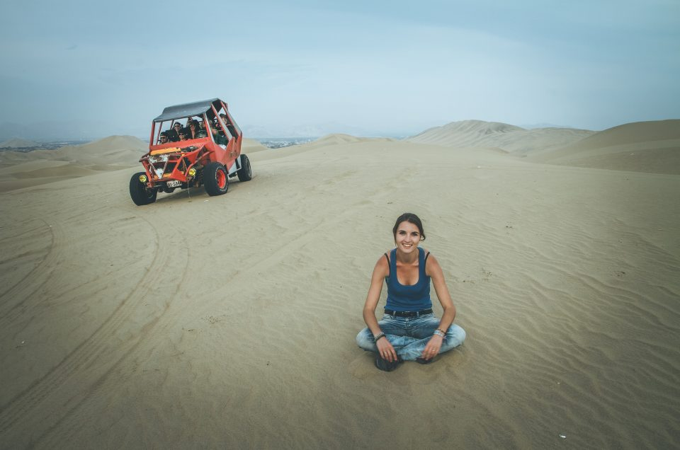 À Huacachina, on peut faire du Buggy et surfer dans le désert !