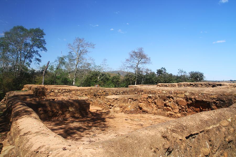 Ruines-maisons-incas-El-Fuerte-Samaipata