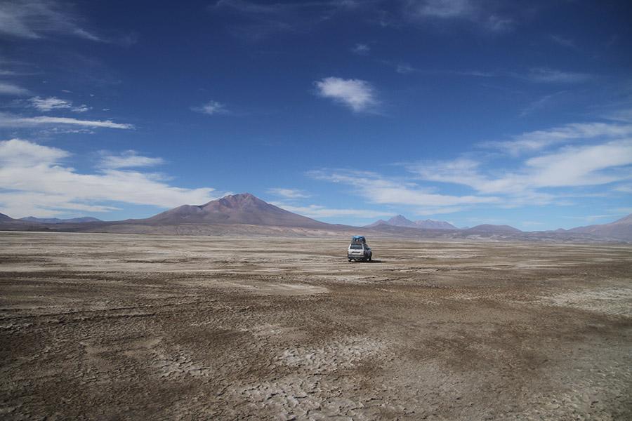 Salar-Uyuni-paysage-et-jeep