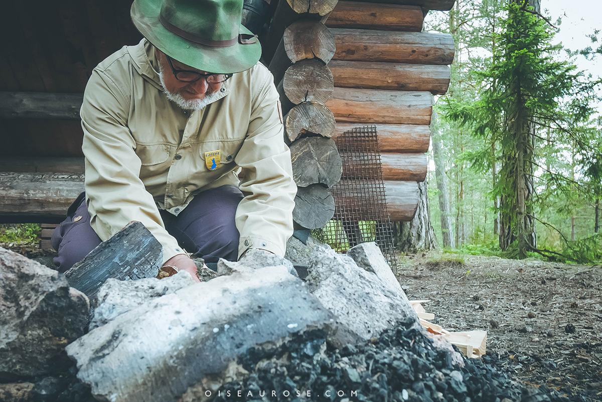 feu-camp-finlande-foret