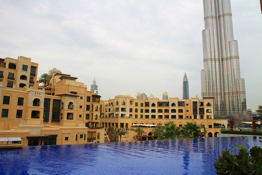 hotel-the-address-dubai-vue-piscine