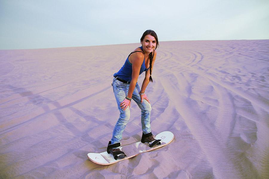 sandboard-dans-le-desert